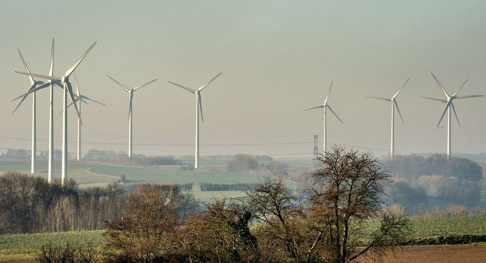 Éoliennes à Fruges, nord de la France, le 28 novembre 2016. (PHILIPPE HUGUEN / AFP)