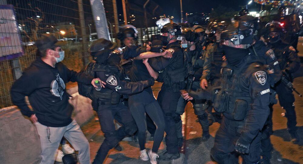 heurts entre policiers israéliens et jeunes palestiniens à Jérusalem