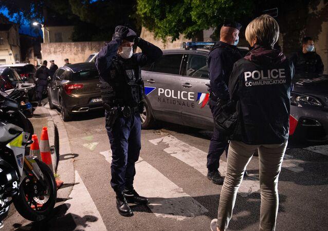 Des policiers à Avignon