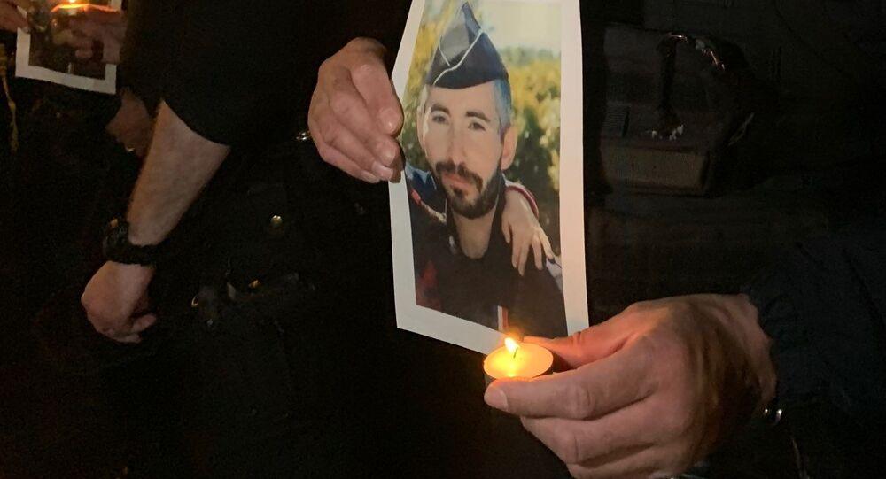 Champs-Élysées: hommage à Éric Masson, policier tué à Avignon, le 9 mai 2021