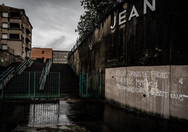 Un tag menaçant et faisant référence à la mort d'Éric Masson, a été découvert sur un mur à Lyon