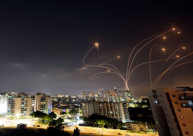 Le drone de fer israélien intercepte les roquettes lancées depuis la bande de Gaza, Israël, 10 mai 2021