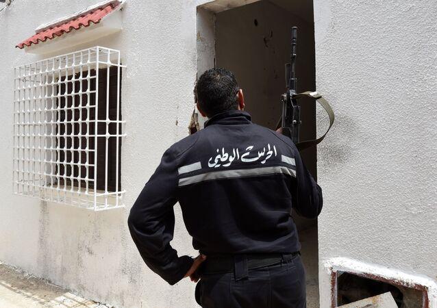 Un membre de la garde nationale tunisienne