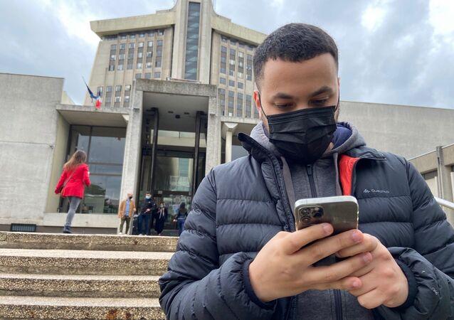 Taha Bouhafs devant le tribunal de Créteil, le 11 mai 2021
