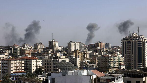 Israël bombarde la bande de Gaza - Sputnik France