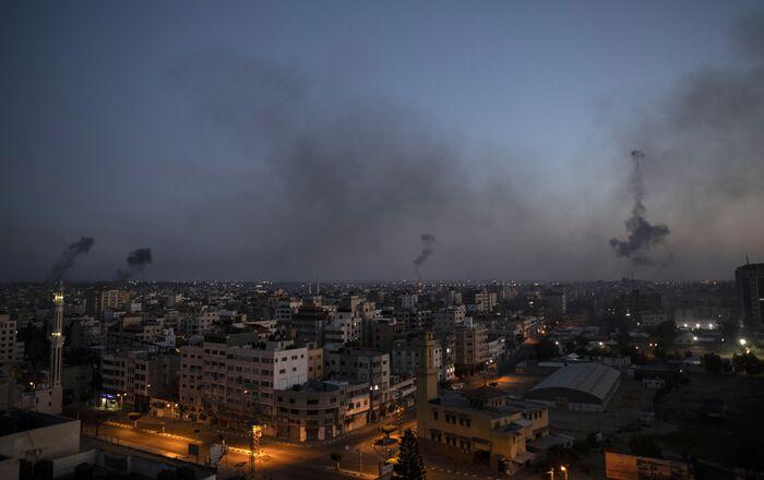 Israël bombarde la bande de Gaza, le 12 mai 2021