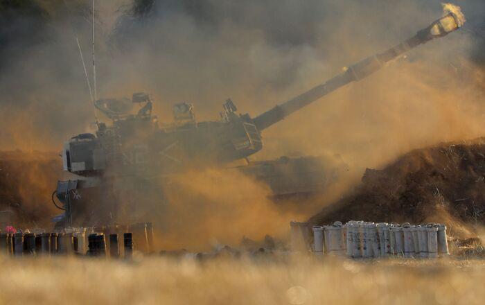 Une unité de l'armée israélienne tire en direction de la bande de Gaza, le 13 mai 2021