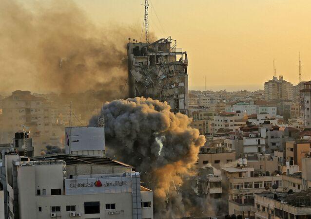 Une tour détruite dans une frappe israélienne contre Gaza, le 12 mai 2021
