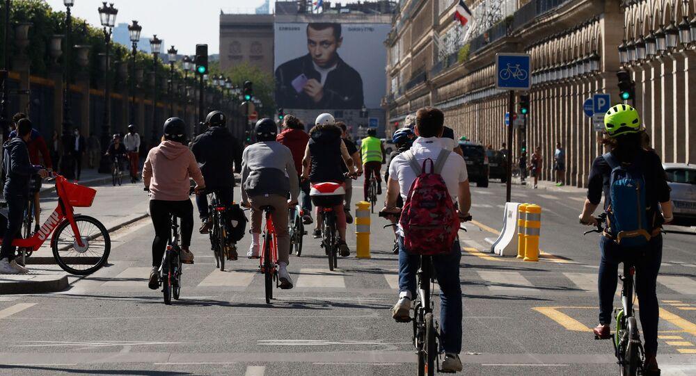 Des cyclistes rue de Rivoli à Paris (photo d'archives)