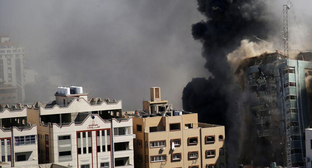 L'immeuble abritant plusieurs médias internationaux s'effondre à Gaza, le 15 mai