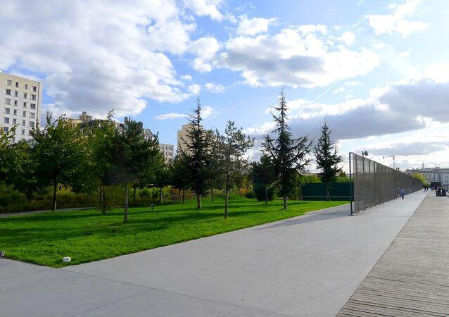 Jardins d'Éole vus de l'entrée rue Riquet