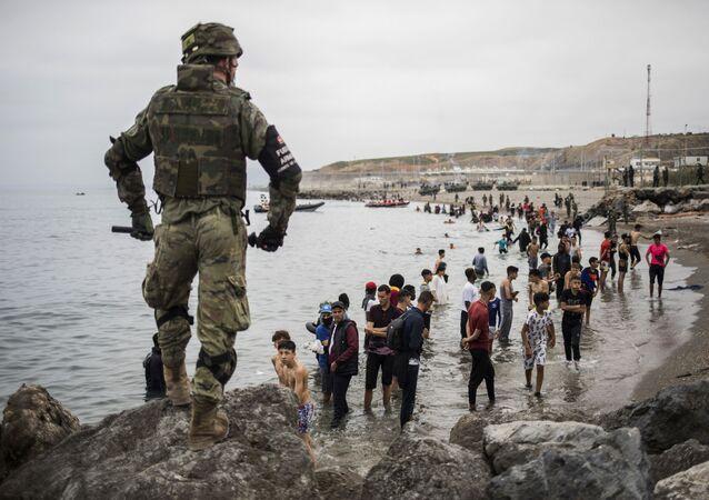 Situation à Ceuta, où des milliers de migrants ont afflué lundi dans l'enclave espagnole depuis le Maroc, le 18 mai 2021