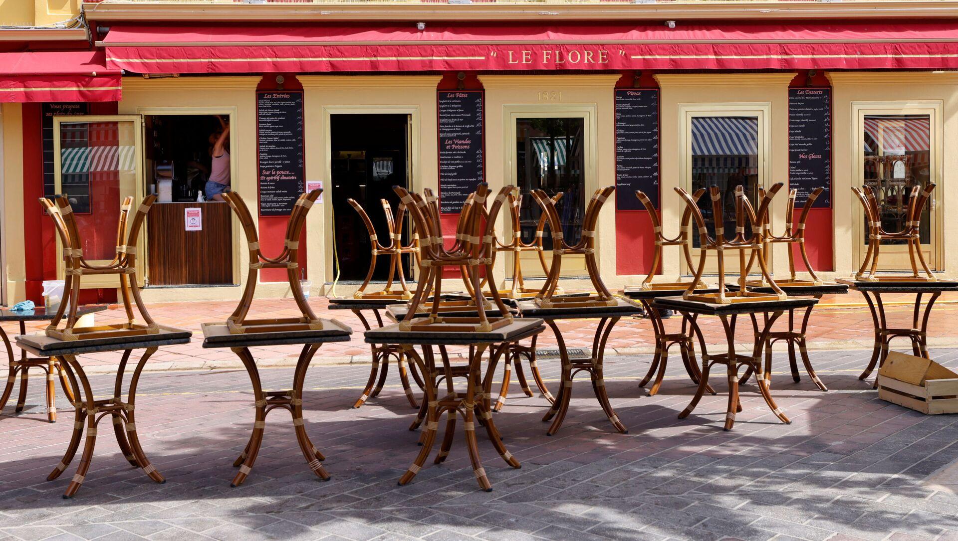 Tables sur une terrasse à Nice  - Sputnik France, 1920, 02.08.2021