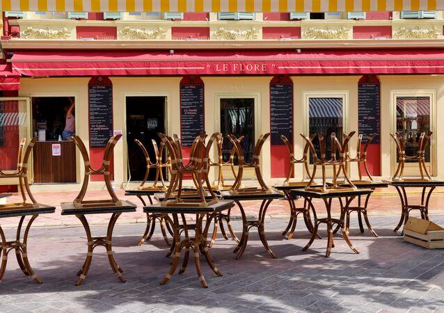 Tables sur une terrasse à Nice