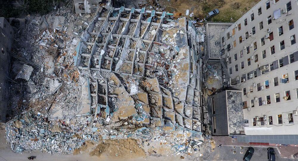 La tour Al-Jalaa à Gaza, détruite par une frappe israélienne