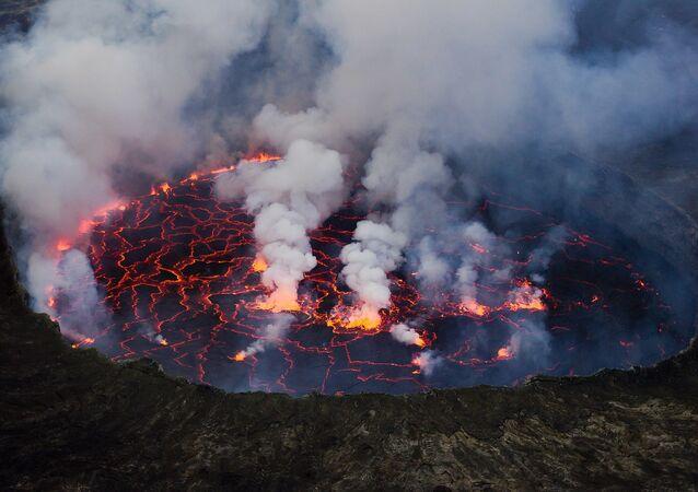 Vue du lac de lave du Nyiragongo en 2011