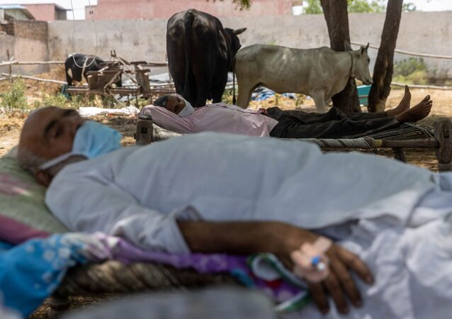 Un hôpital de fortune en plein air, dans l'État de l'Uttar Pradesh, en Inde, le 16 mai 2021