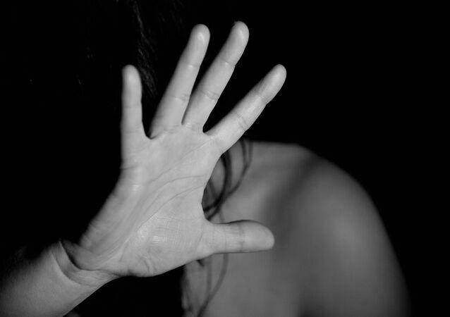 Une femme apeurée (image d'illustration)