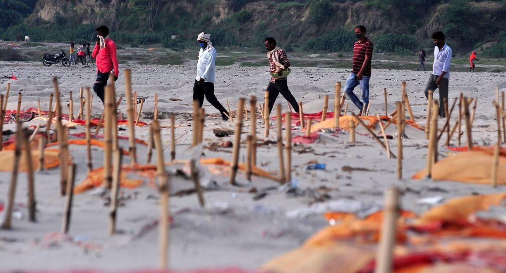 Des tombes peu profondes sur les bords du Gange (archives photo)