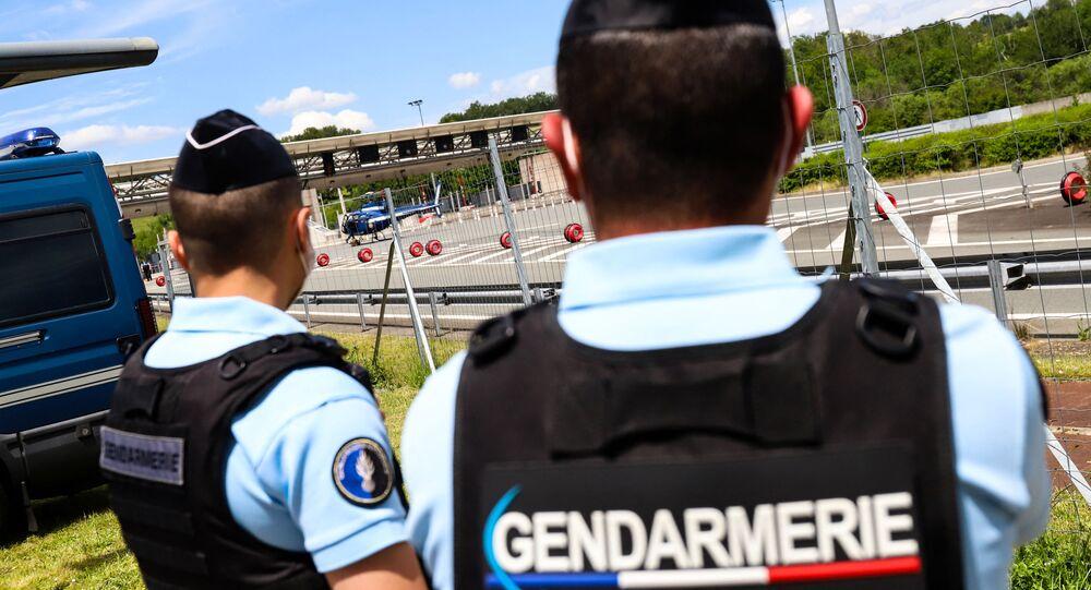 Des hommes de la gendarmerie