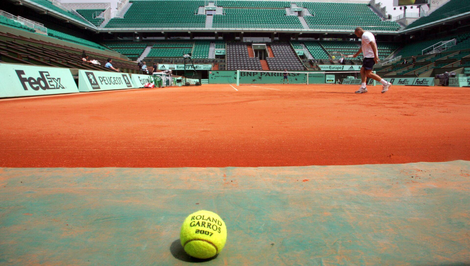 Un court de tennis à Roland-Garros (Photo de JACQUES DEMARTHON / AFP) - Sputnik France, 1920, 12.06.2021