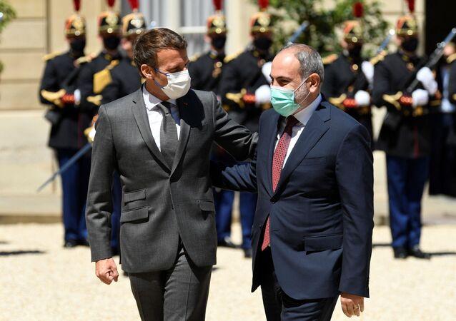 Emmanuel Macron et Nikol Pachinian à Paris, le 1 juin 2021