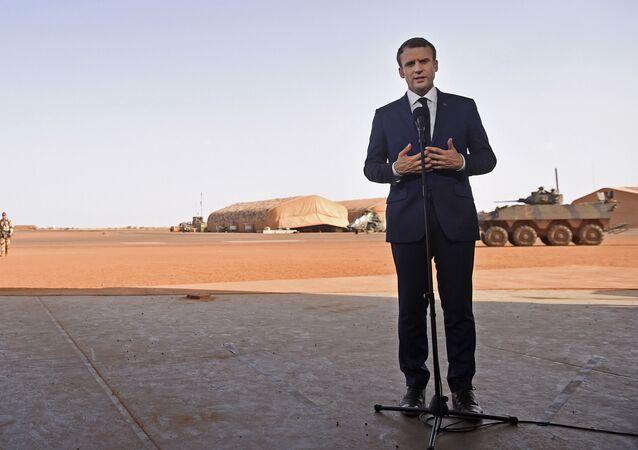Emmanuel Macron au Mali en 2017 (Christophe Petit Tesson, Pool via AP)