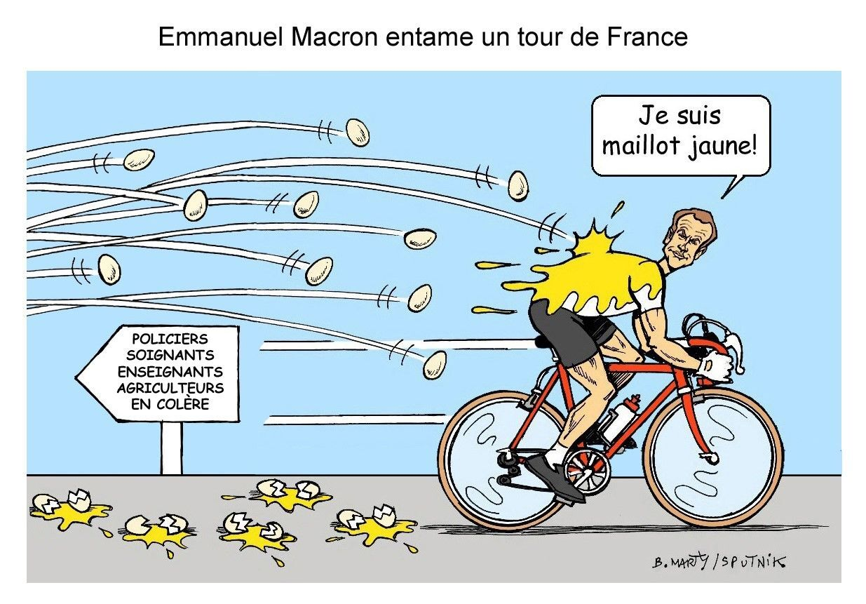 «Heureusement que vous partez bientôt» : Emmanuel Macron chahuté lors d'un déplacement