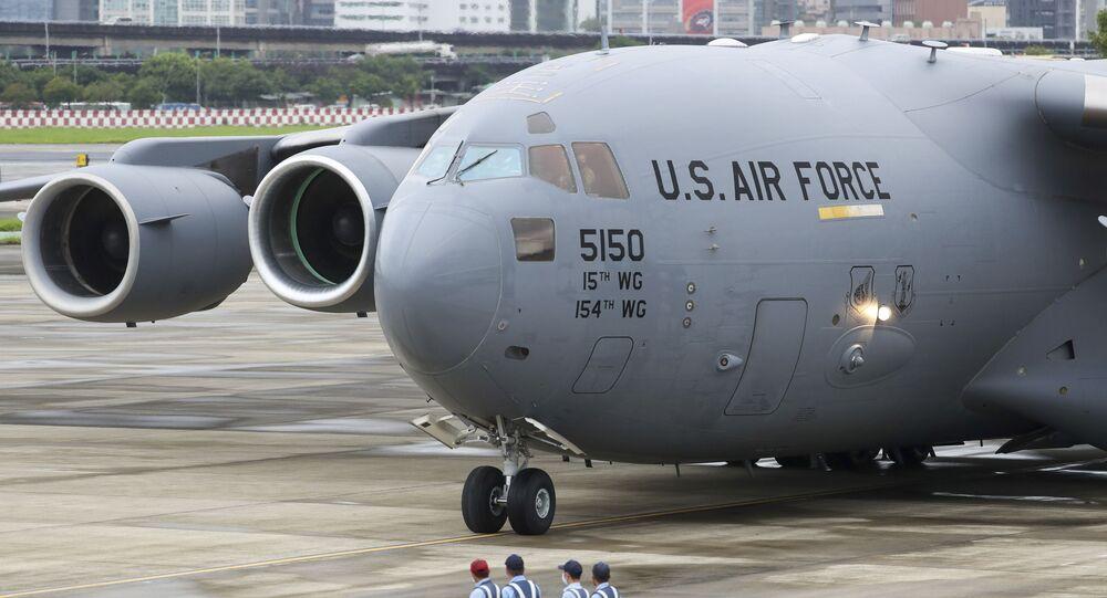 Atterrissage d'un avion militaire américain à Taïwan le 6 juin (Pool Photo via AP)