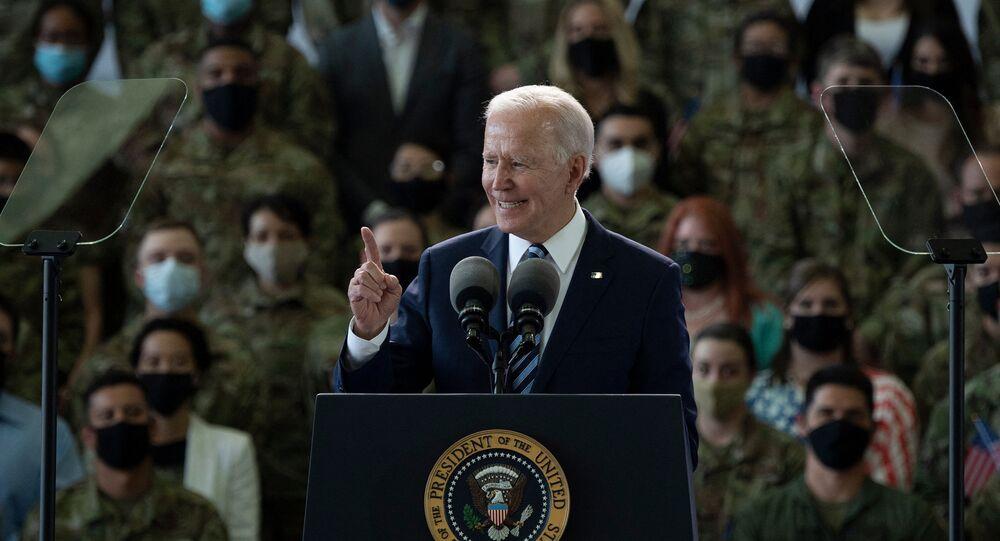 Joe Biden devant l'US Air Force (Photo by Brendan Smialowski / AFP)
