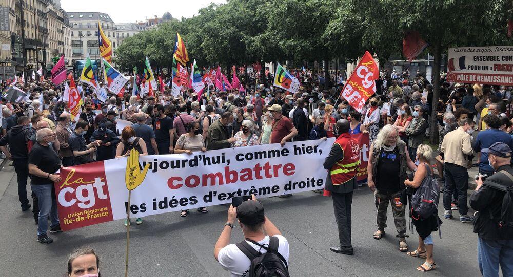 «Une marche des libertés» à l'appel de 110 organisations part de la place de Clichy, 12 juin 2021