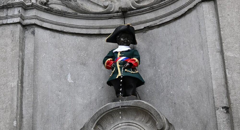 Afin de fêter le 12 juin, le Jour de la Russie, Manneken-Pis a été revêtu d'une version stylisée de l'uniforme de la Garde russe