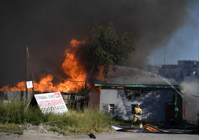 Incendie dans une station-service à Novossibirsk