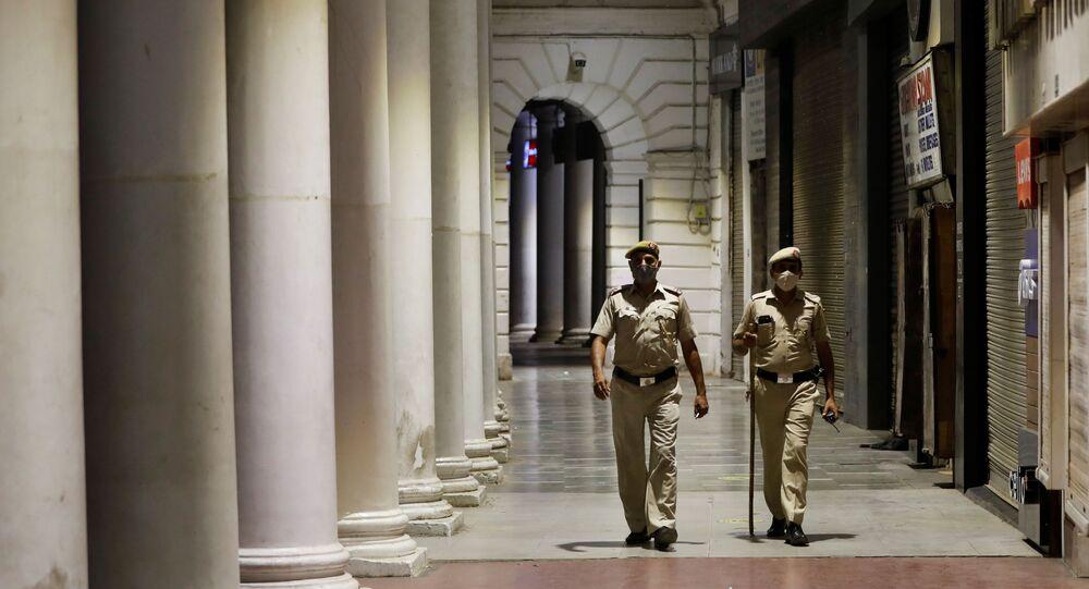 Patrouille de police lors du couvre-feu à New Delhi, avril 2021