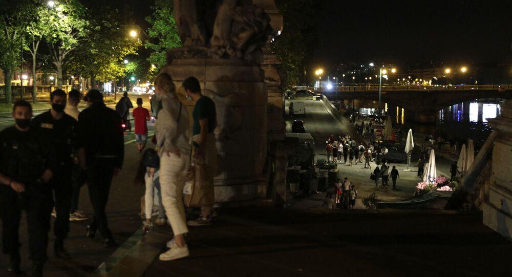 Soirée sur les berges de la Seine à Paris