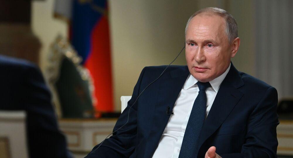 Vladimir Poutine lors d'une interview à la chaîne de télévision NBC