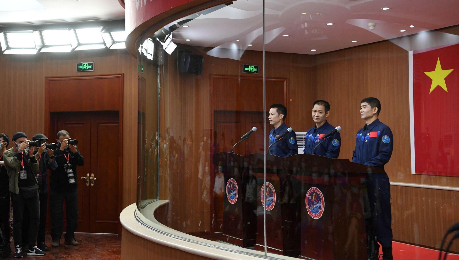 Les astronautes chinois à la conférence de presse - Sputnik France, 1920, 20.08.2021