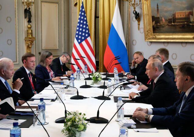 Poutine et Biden pendant la phase élargie de leurs négociations
