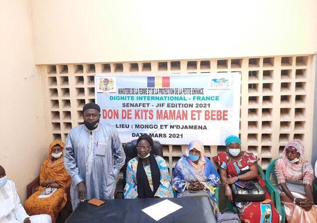Haggar Mahamat Ahmat, conseiller de la ministre tchadienne de la Femme assiste à la distribution des kits pour maman et bébé à N'Djamena