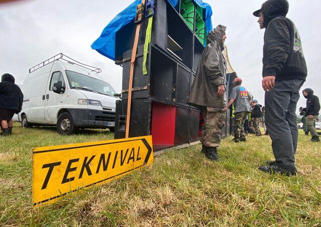 Une rave party de plus de 1.000 fêtards dégénère à Redon: un homme perd sa main