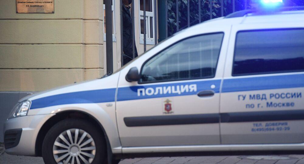 Véhicule de police devant la résidence de l'ambassadeur des États-Unis à Moscou image d'illustration