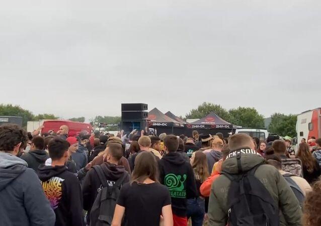 Une rave party de plus de 1.000 fêtards dégénère à Redon