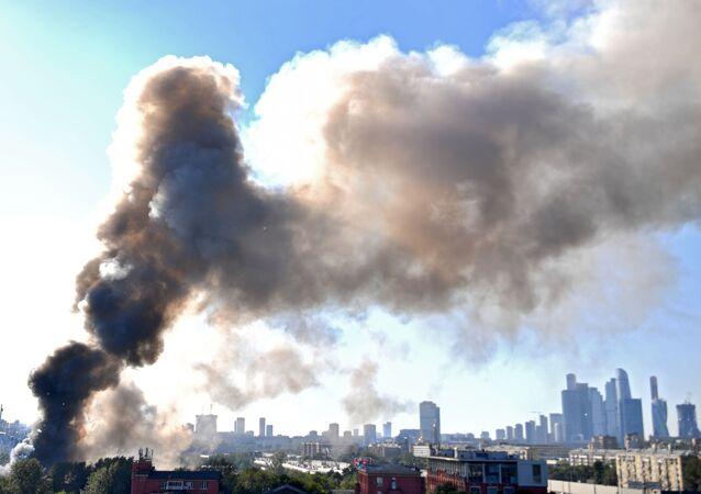 Dans la capitale russe, un incendie important suivi de nombreuses déflagrations a été signalé ce samedi 19 juin.