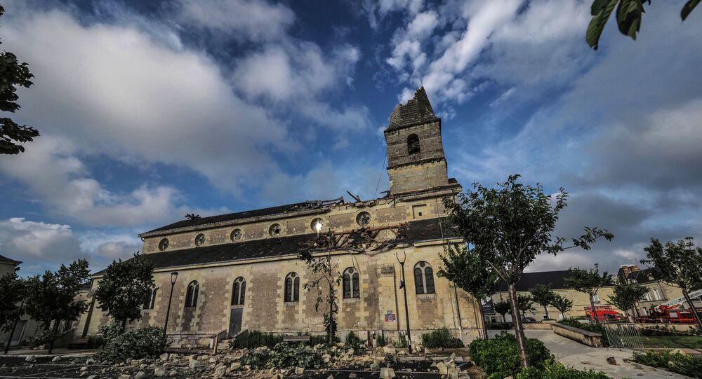 Le clocher d'un village d'Indre-et-Loire victime d'une tornade