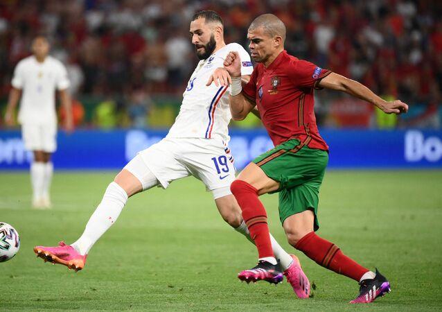 Karim Benzema et Pepe lors du match le 23 juin, à Budapest