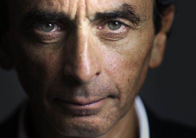 Portrait du journaliste, polemiste , écrivain Éric Zemmour le 12 janvier 2015 au siége du Figaro . AFP PHOTO / JOEL SAGET . (Photo by Joël SAGET / AFP)