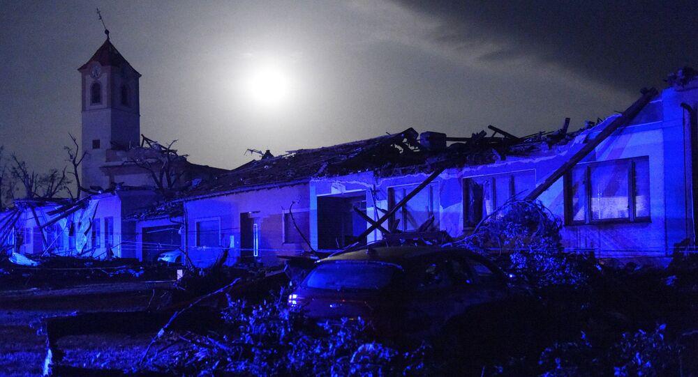 Des bâtiments détruits par une tornade dans la Moravie-du-Sud de la République tchèque, le 24 juin 2021