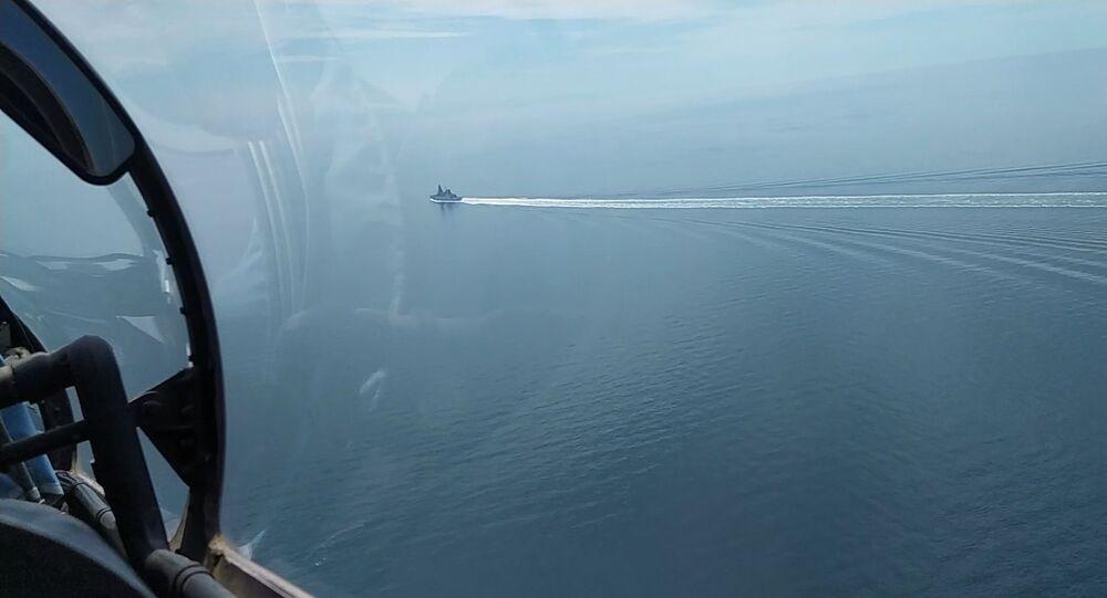 Le 23 juin, le destroyer britannique HMS Defender a traversé la frontière russe