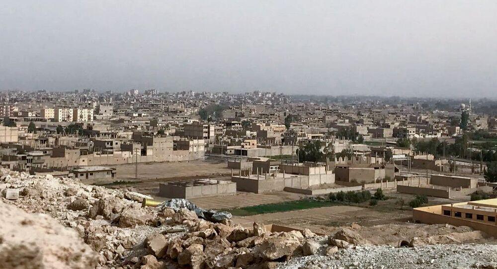 Vue sur la ville de Deir ez-Zor, image d'illustration