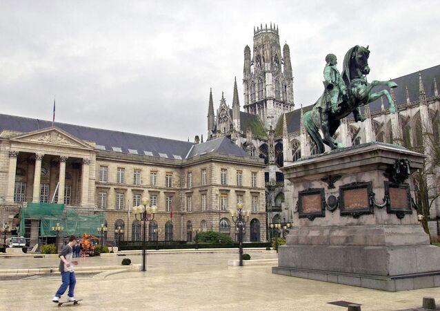 Place de l'Hфtel de Ville de Rouen (archives)